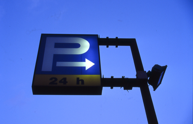 parking-sign-1484503-639x408